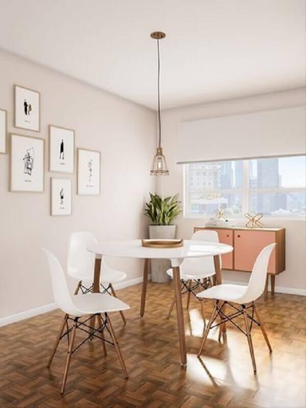 sala de jantar decorada com mesa redonda e cadeira eames branca Foto Pinterest
