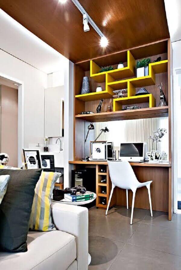 Sofá para escritório em casa com móveis planejados