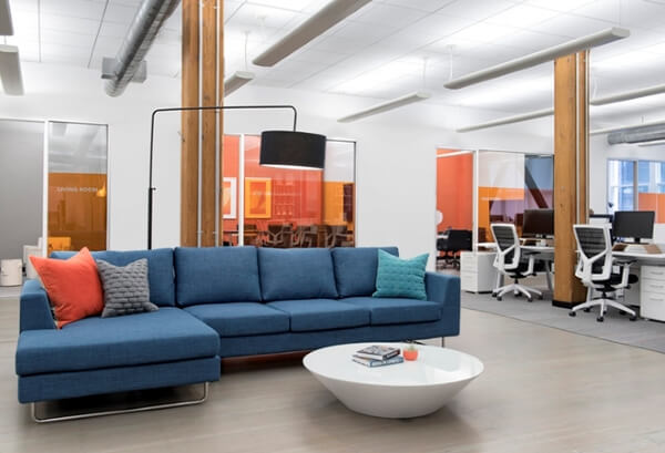 Sofá para escritório moderno em azul e laranja