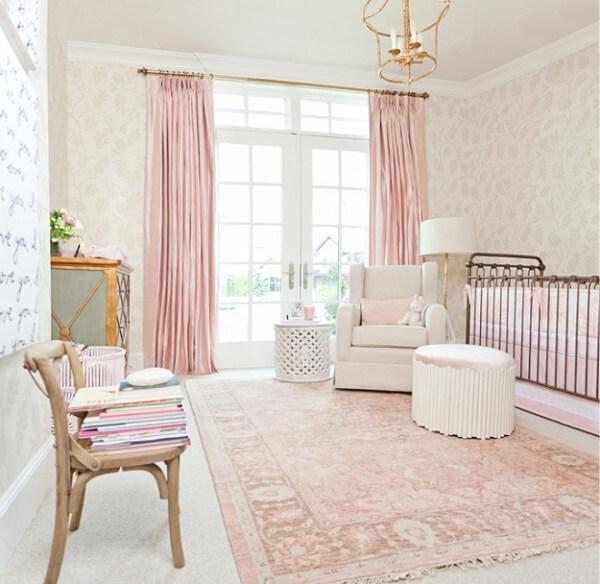 Tapete estampado rosa bebê delicado para quarto