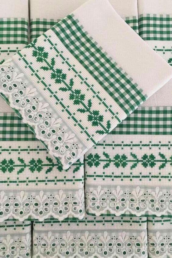 Panos de prato bordados em verde