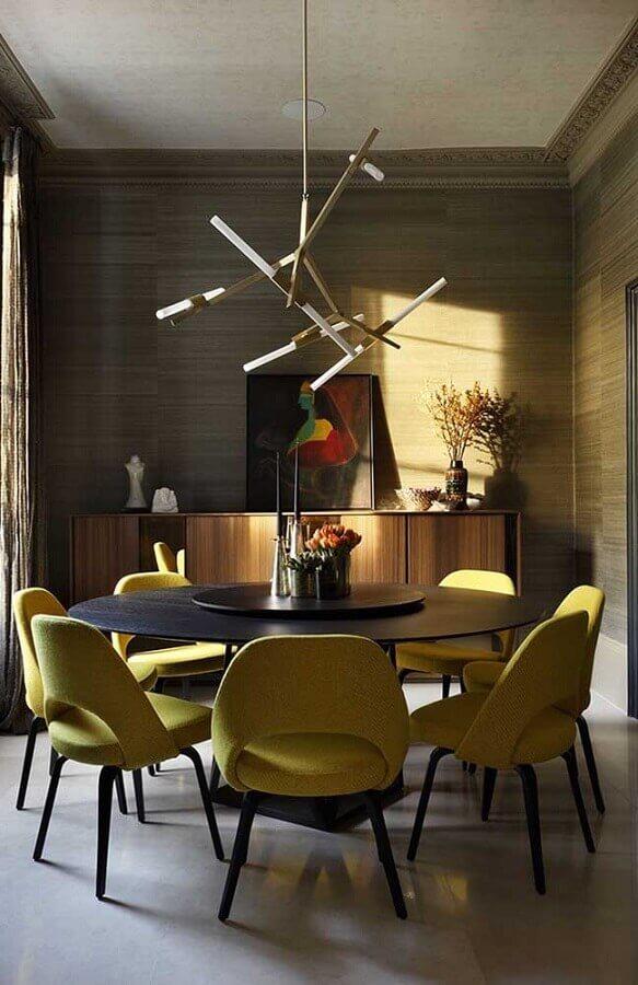 tons de amarelo para cadeiras de sala de jantar moderna com mesa redonda Foto Home and Decoration