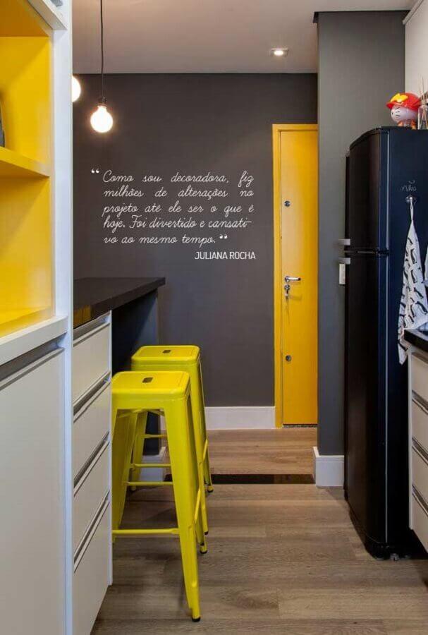 tons de amarelo para cozinha decorada cinza Foto Apartment Therapy