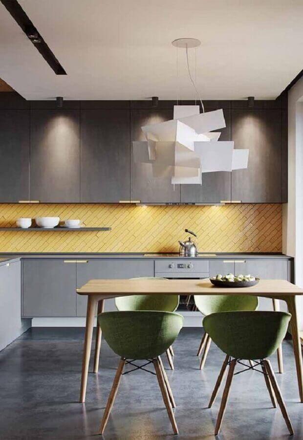 tons de amarelo para cozinha planejada moderna toda cinza Foto Pinterest