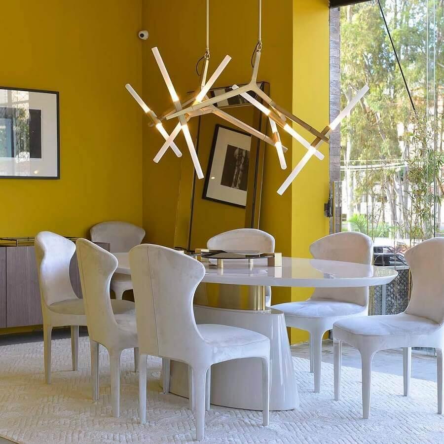 tons de amarelo para parede de sala de jantar toda branca moderna Foto Manarelli Guimarães Arquitetura