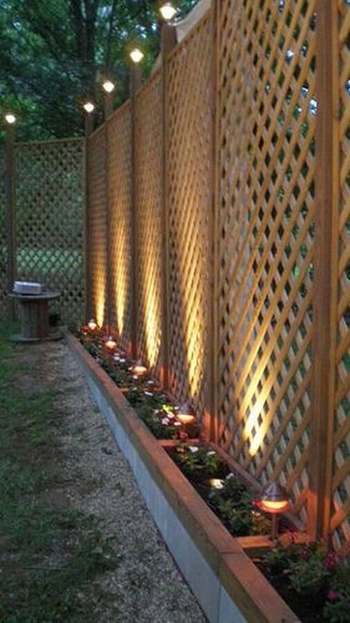 treliça de madeira para divisória de área externa Foto Home Life