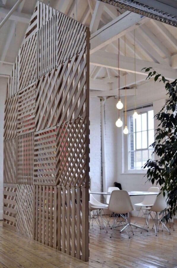 treliça de madeira para divisória de casa minimalista Foto Homedit