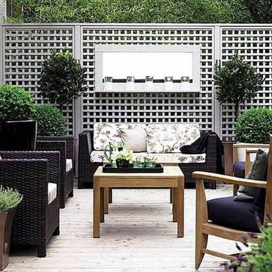 treliça de madeira para divisória de jardim e varanda Foto Puros Detalhes