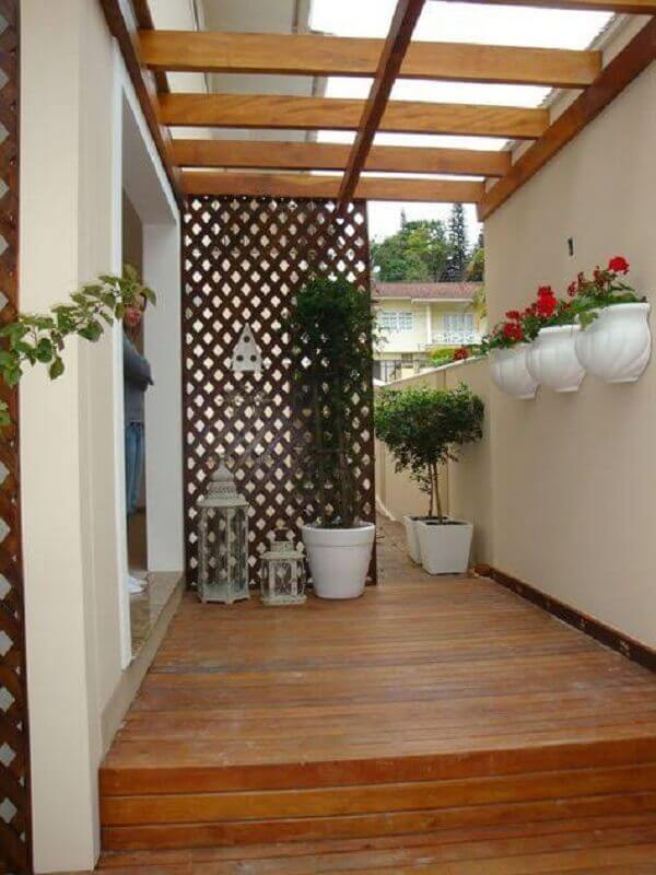 treliça de madeira para divisória em área externa Foto Assetproject