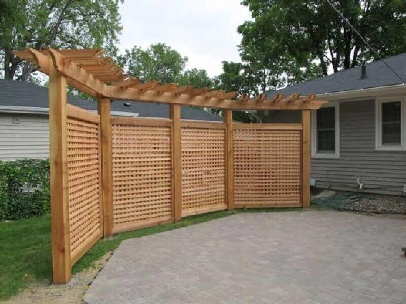 treliça de madeira para jardim Foto Webcomunica