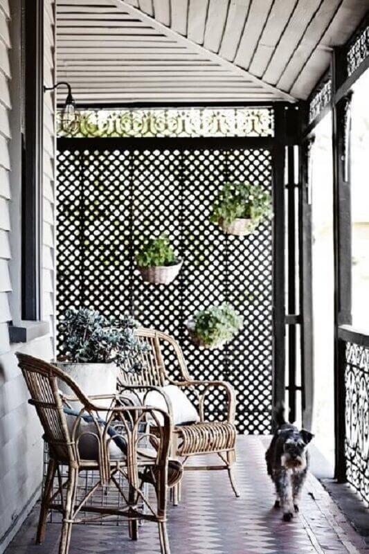 treliça de madeira para parede em varanda simples Foto Home Life