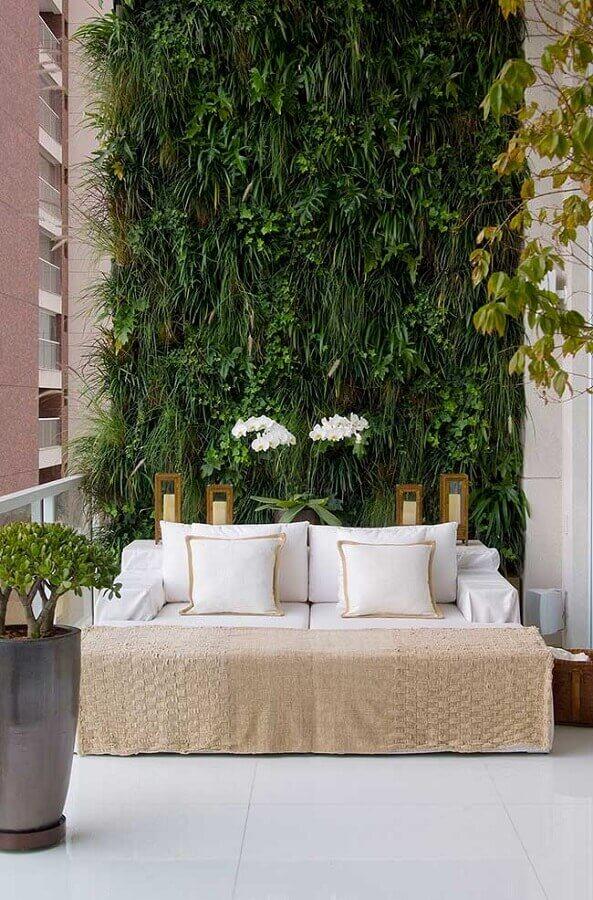 varanda decorada com parede verde Foto Debora Aguiar Arquitetos