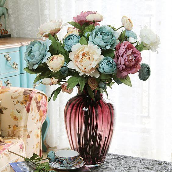 Vaso murano roxo com flores azuis e bege