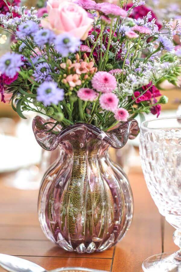 Vaso murano rosa com flores