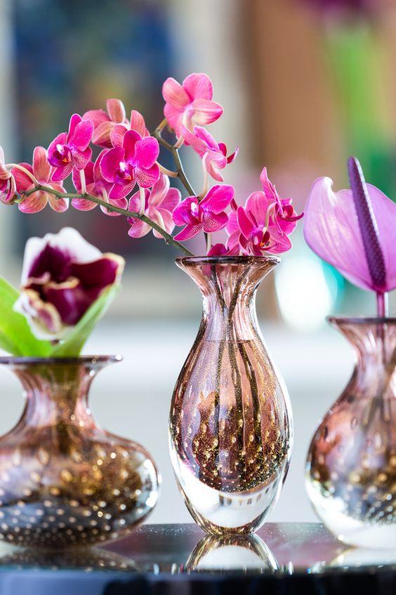 Vaso murano com orquídeas cor de rosa