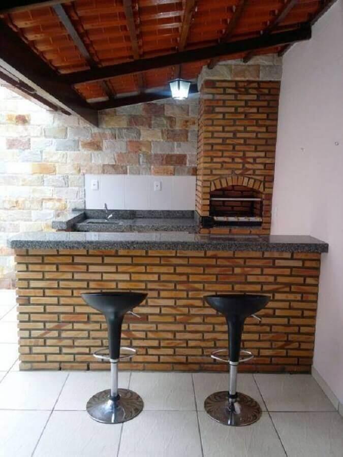 área gourmet externa pequena com churrasqueira Foto RozyDecor