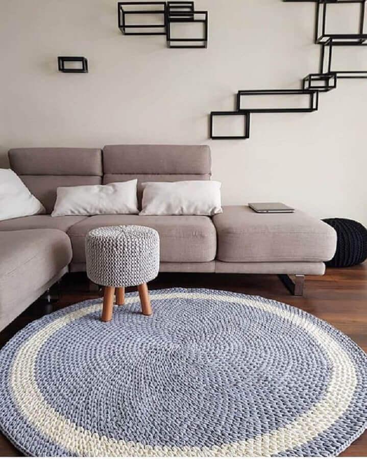 decoração moderna com tapete de crochê redondo para sala cinza Foto Crochê da Neca