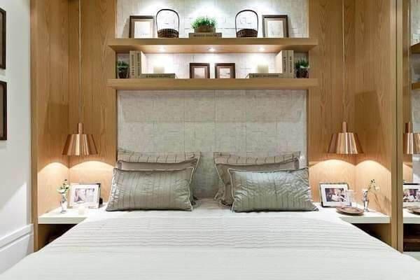 A cabeceira da cama pode ser feita com cerâmica
