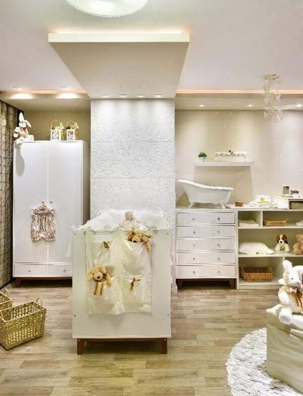 A cerâmica para quarto de bebê fixada na parede trouxe um toque clássico para a decoração do cômodo