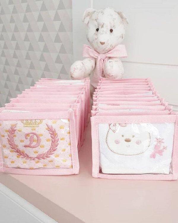 A colmeia organizadora de gavetas deixa o quarto do bebê ainda mais arrumado