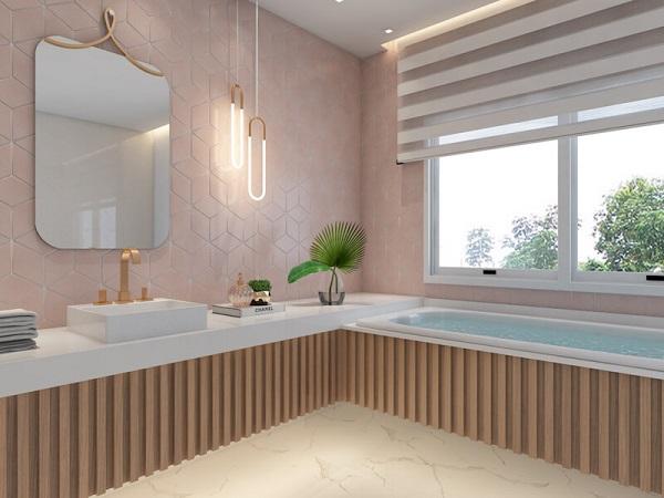 Banheiro rosa com revestimento e banheira