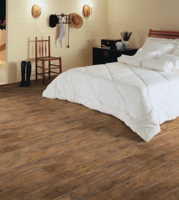 Cerâmica para quarto que imita madeira envelhecida