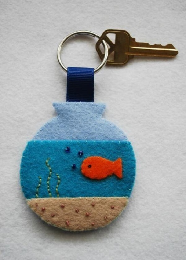 Chaveiro de feltro em formato de aquário