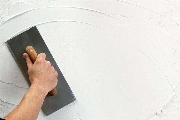 Como pintar parede aplicando massa corrida