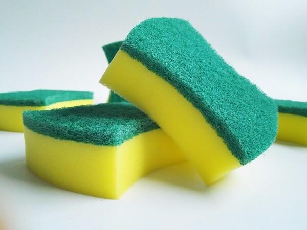 Como tirar pelo de roupa esponja de cozinha