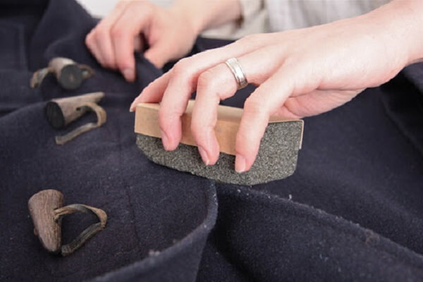 Como tirar pelo de roupa pedras pomes
