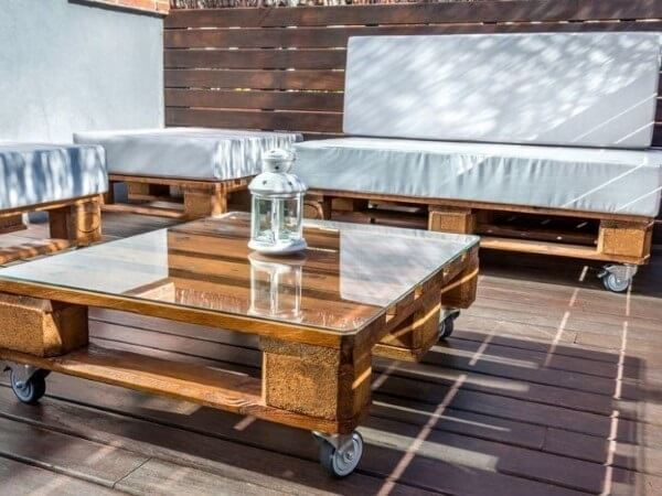 Conjunto de móveis de pallet para varanda