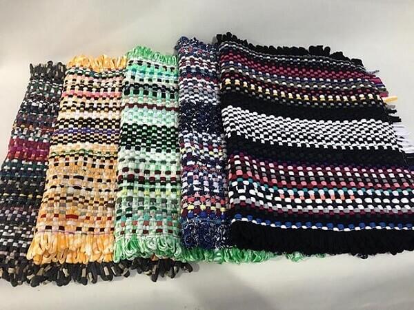 Diferentes modelos de tapete de retalhos de malha