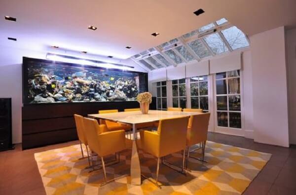 Evite colocar muitos peixes em um mesmo aquário, pois eles podem brigar