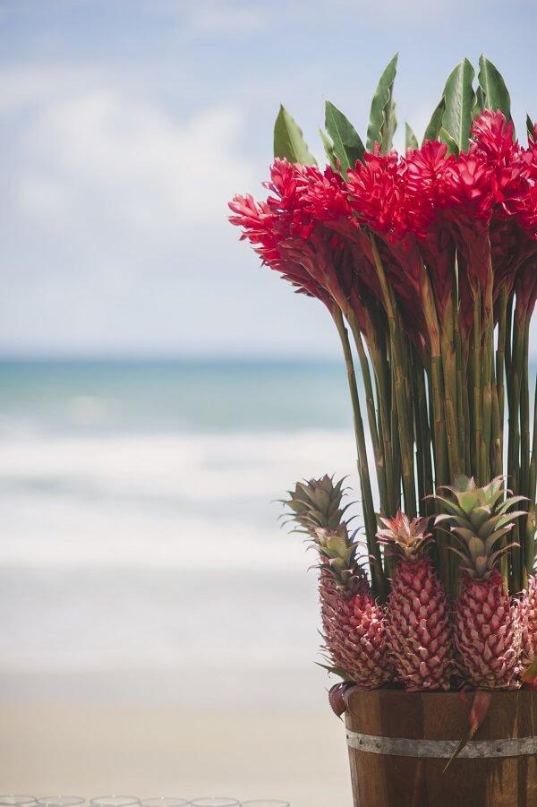 Flores tropicais alpínia em vaso