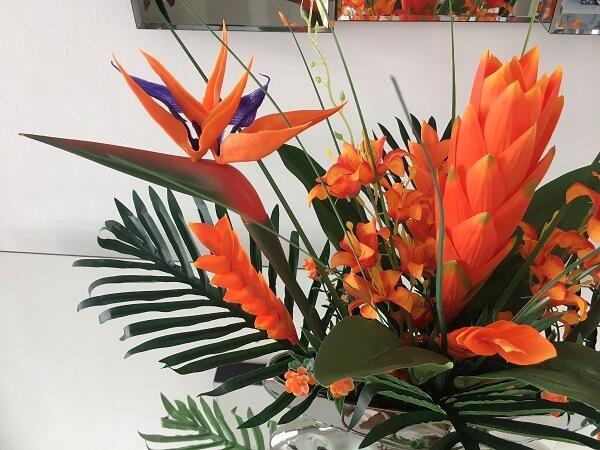 Flores tropicais alpinias laranja