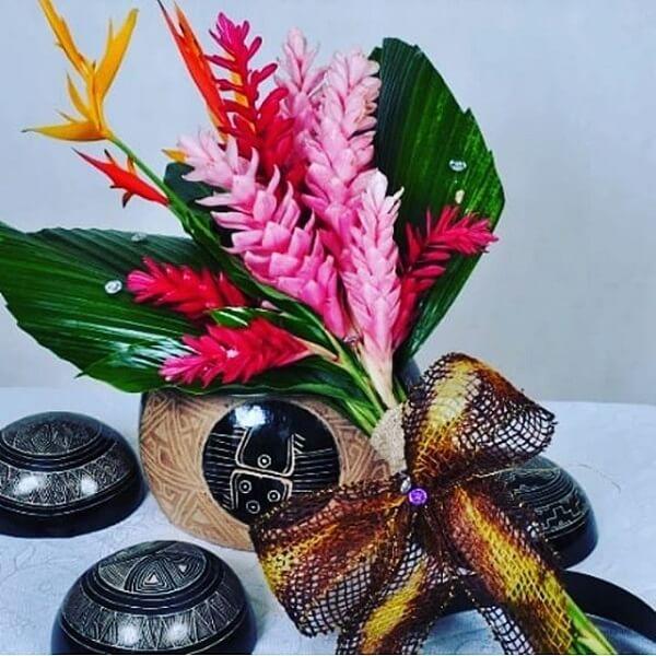 Flores tropicais helicônias em buques