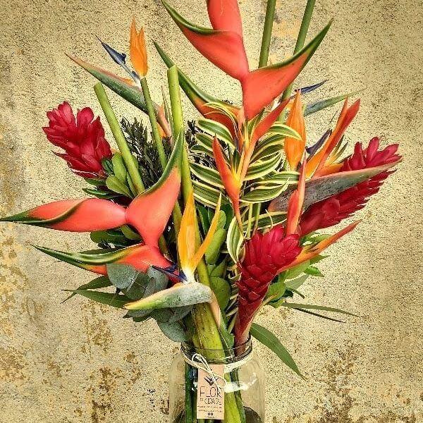 Flores tropicais diversas vaso