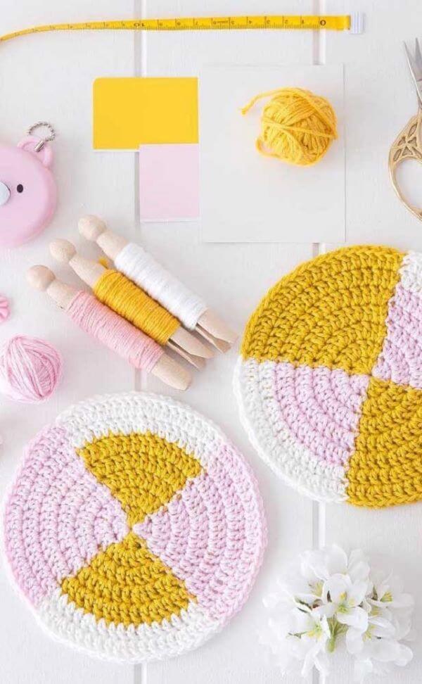O guardanapo de crochê redondo é o mais fácil de fazer