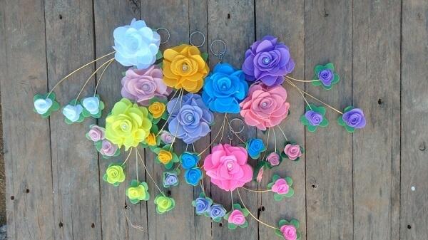 Modelo de chaveiro de feltro em formato de flor sem enchimento