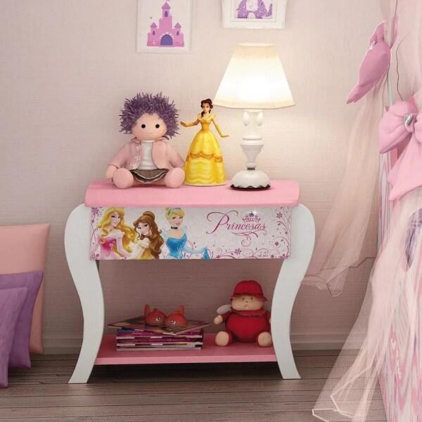 Modelo de criado mudo infantil com desenho das princesas