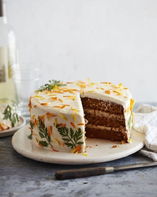 O bolo com recheio de chocolate é o preferido de muitas crianças e adultos