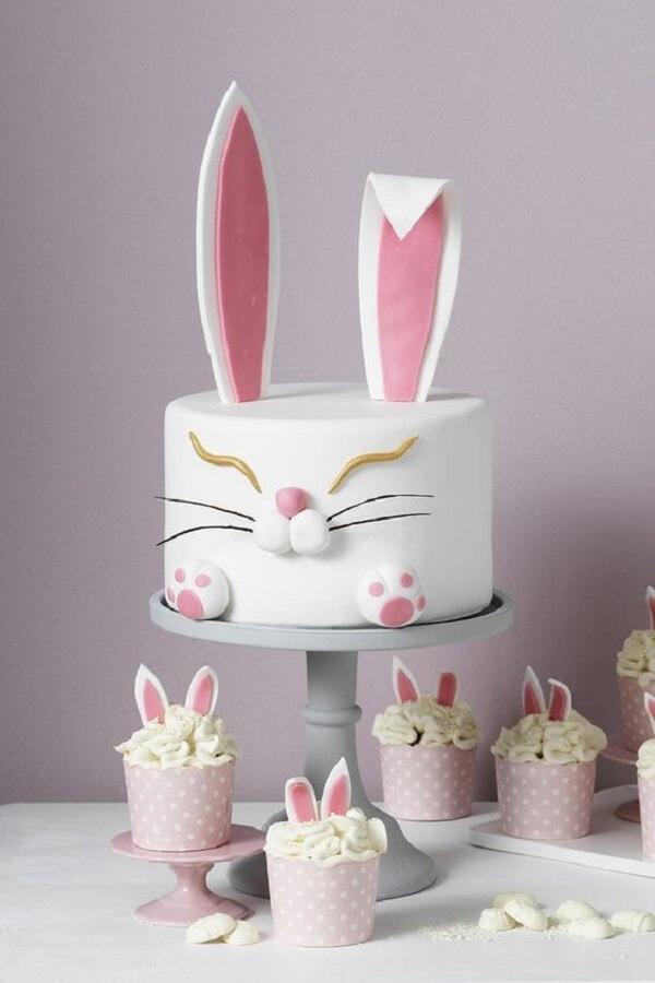O design dos cupcakes seguem a mesma proposta do bolo de páscoa