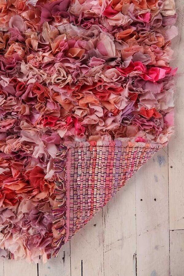O lado do avesso do tapete de retalho merece um acabamento especial