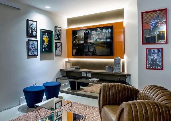 Painel de tv moderno para sala em tom laranja