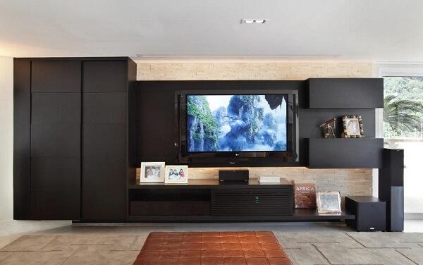 Painel para tv planejado em tom preto