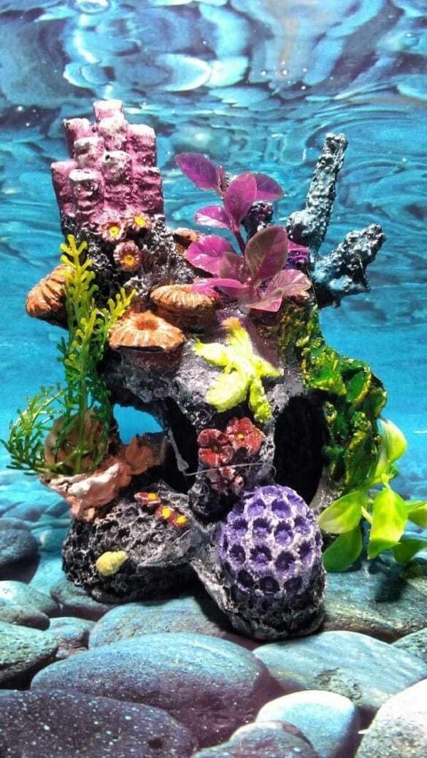 Plantas artificiais para aquário e ornamentos que decoram o tanque