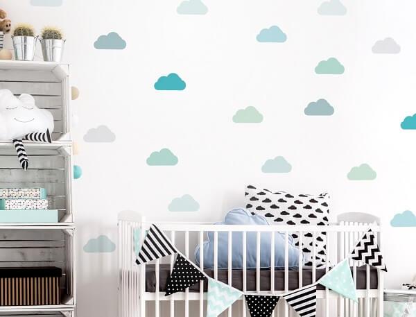 Quarto de bebê cinza azul e nuvens