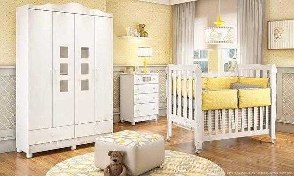 Quarto de bebê cinza e amarelo com paredes amarelas e detalhes cinza