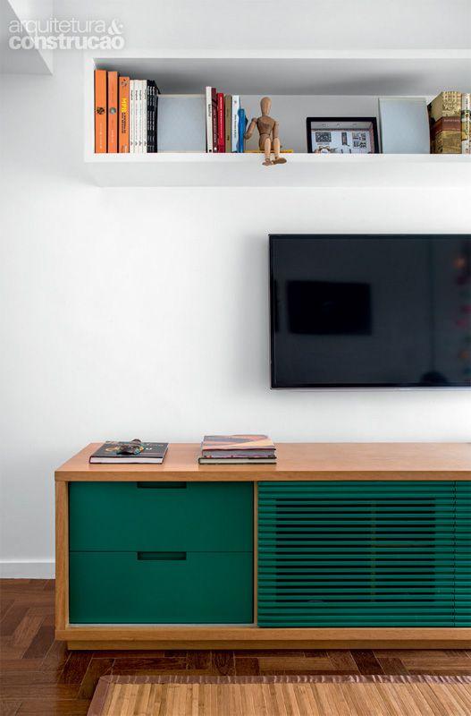 Rack retro verde para sala branca moderna