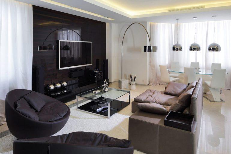 Sala de tv moderna com painel preto